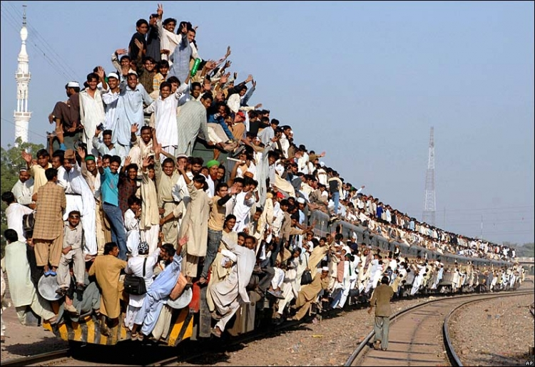 Train_in_Pakistan.jpg