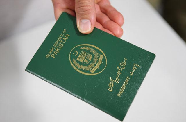 http://pakistanisinkuwait.com/images/pak-passport1.jpg